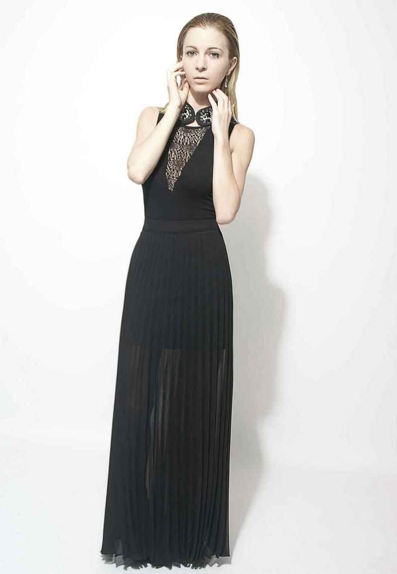 Falda negra en tienda de ropa 1 - 4 8