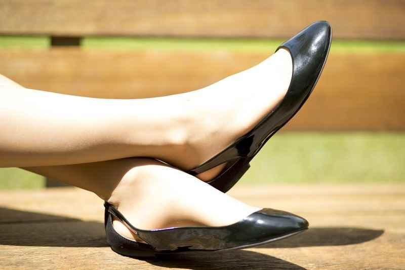 Manoletina negra charol de Zara