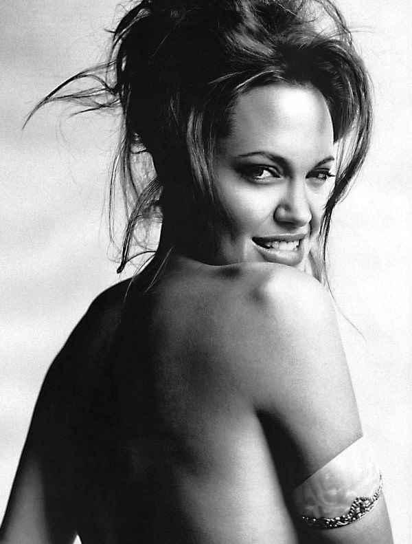 Mario-Testino-Angelina-Jolie-1