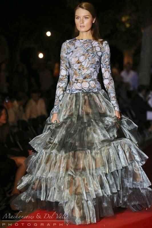 "Desfile de moda en ""Villa Elvira"""
