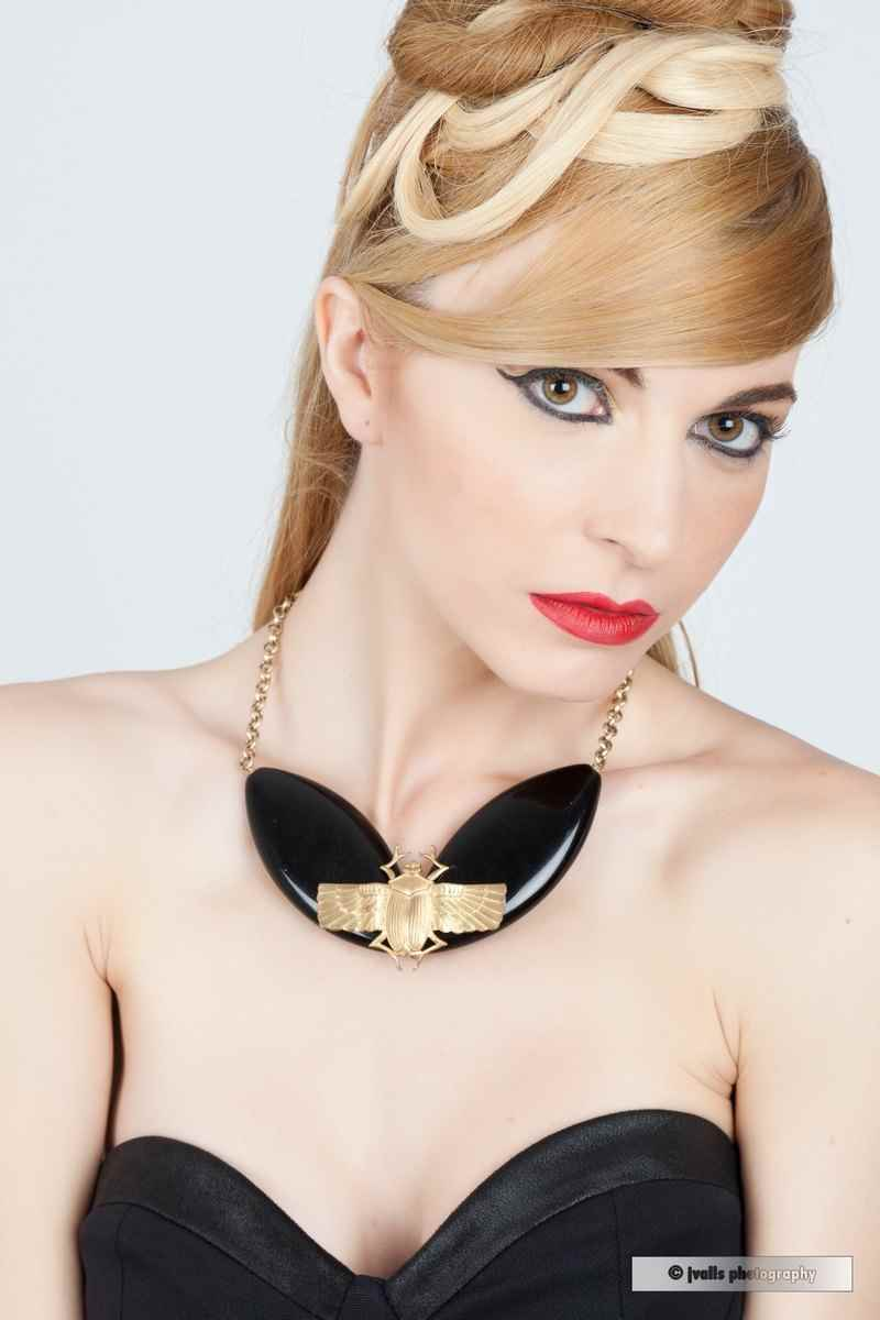 Collar escarabajo de Carolina Orts