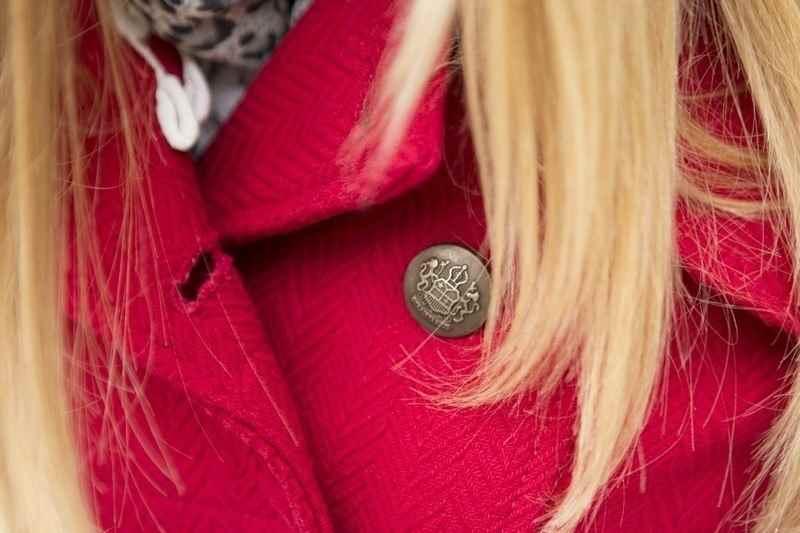 Abrigo rojo Stradivarius