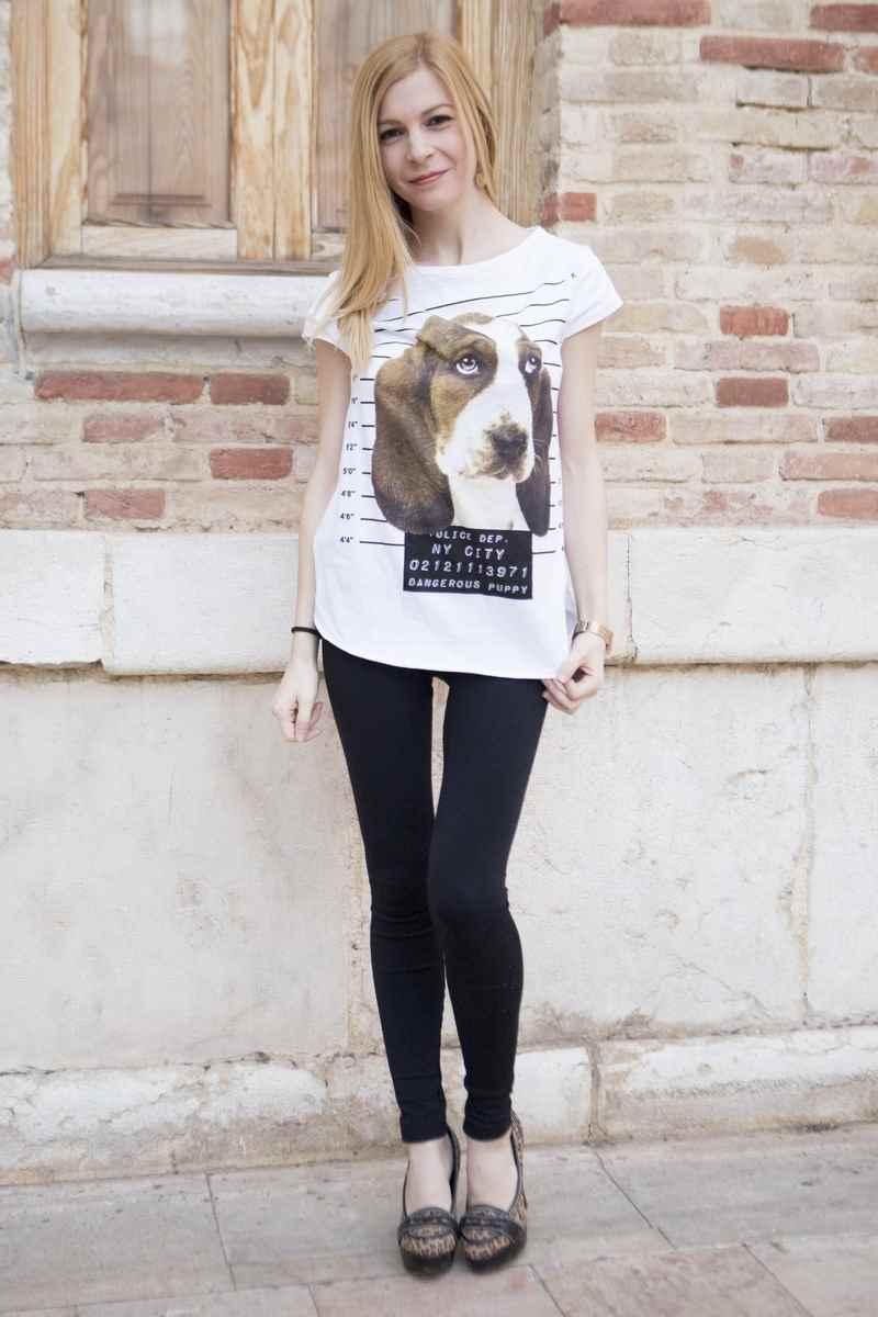 Camiseta de Blanco Suite dibujo de un perro