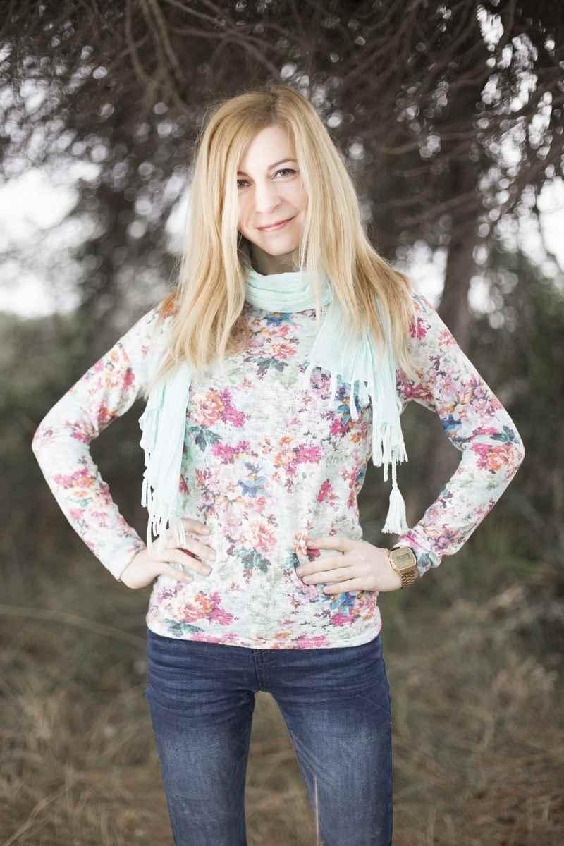 Jersey de punto con estampado primaveral de flores de Bershka