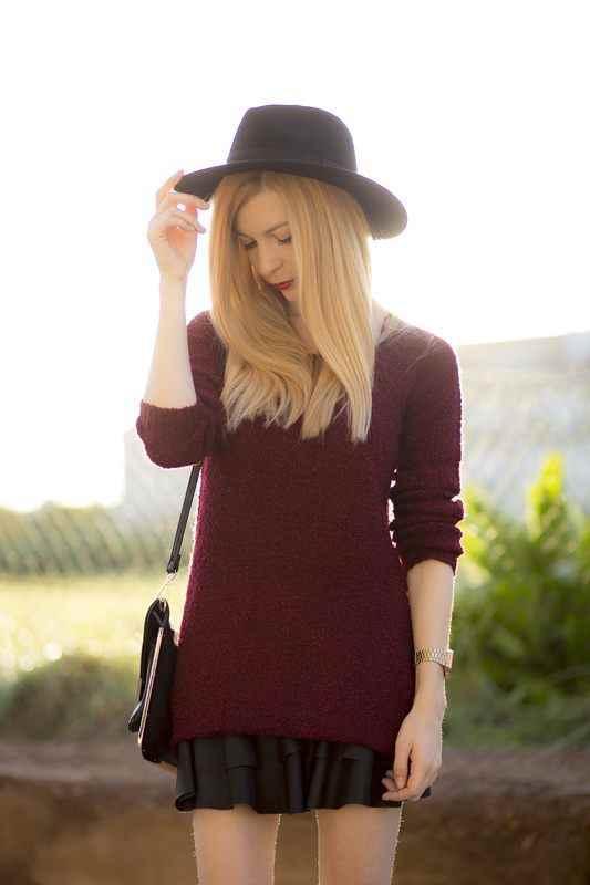 Suéter color granate de Stradivarius y pamela H&M