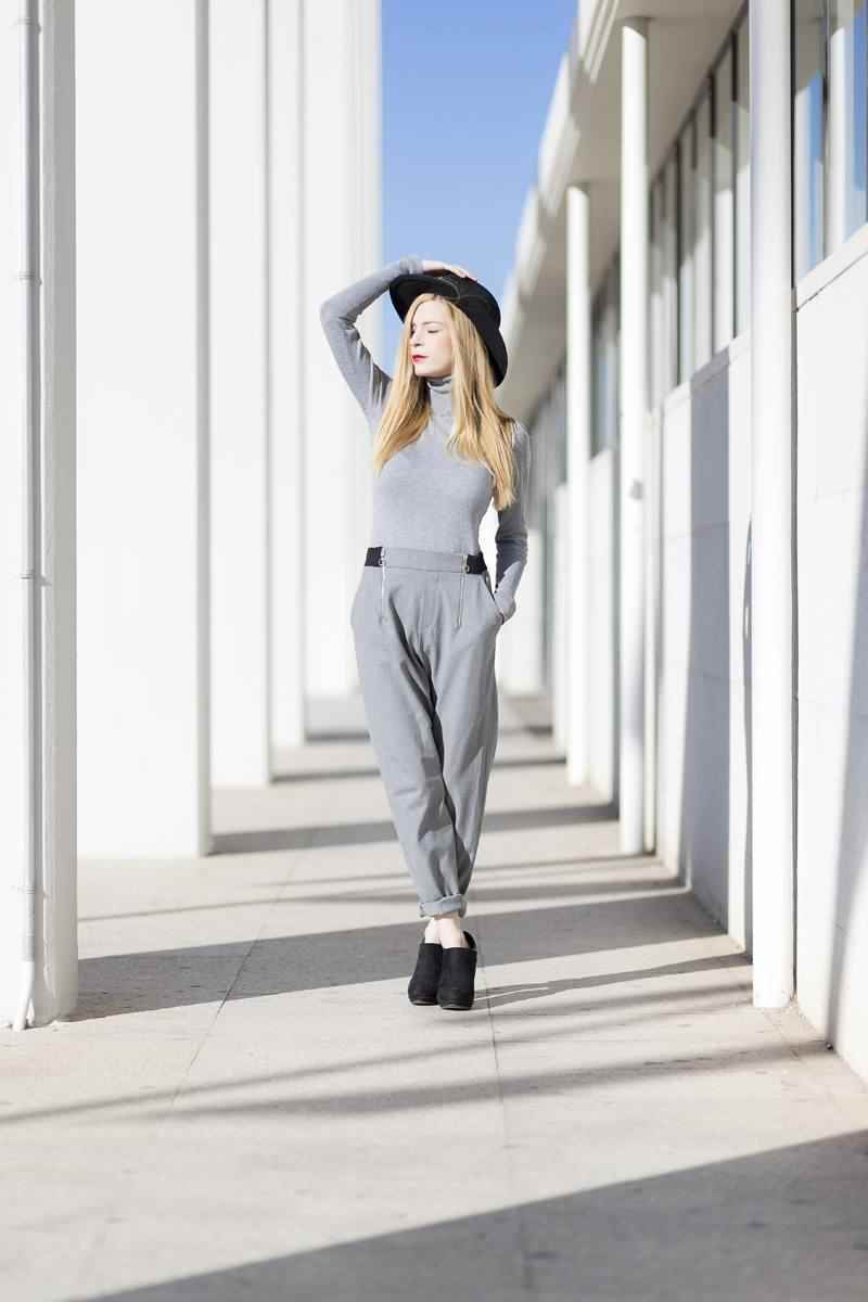 Grey casual look