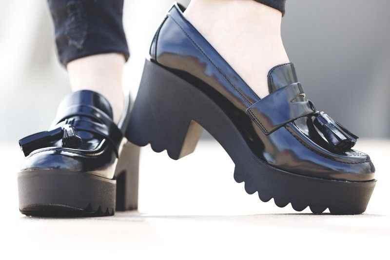 Zapatos negros con plataforma de Bershka
